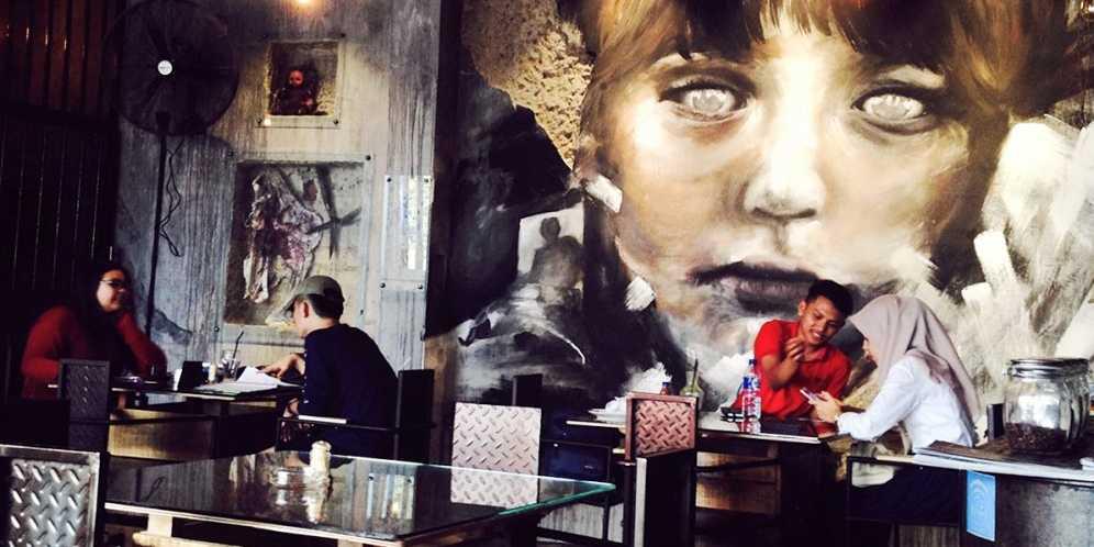 Cafe Horor