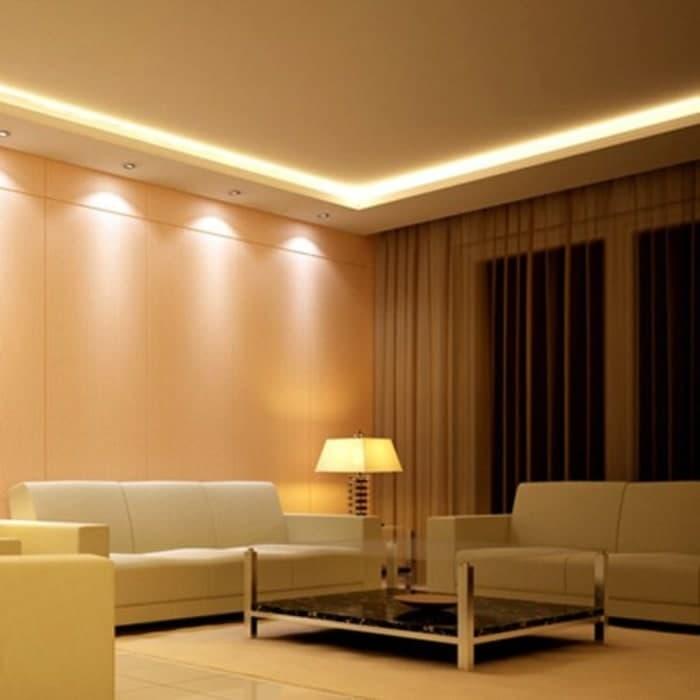 Plafon dengan lampu downlight