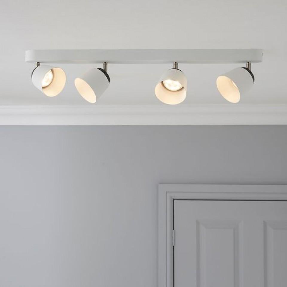 Plafon dengan lampu sorot